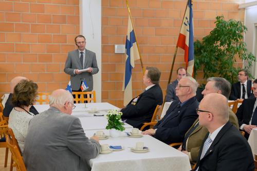 Jussi Niinistö puhumassa